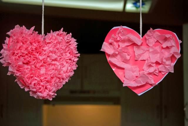 decoración corazones rosas día San Valentín