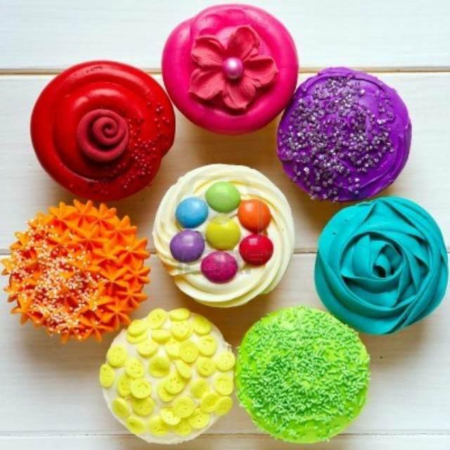 decoración de cupcakes colores diferentes formas variadas