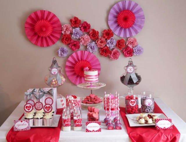 decoración temática mezcla colores rosa lila rojo
