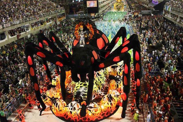 desfile araña grande escuela profesional samba