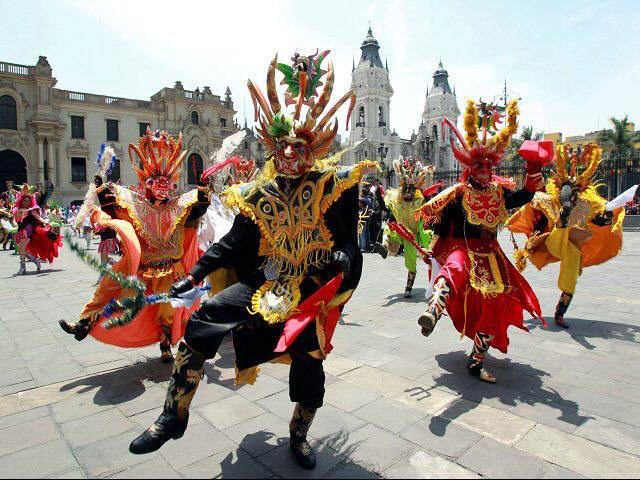 disfraces folklóricos danzas típicas Candelaria Puno