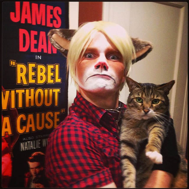 disfraces creativos Chris Colfer gato gruñón