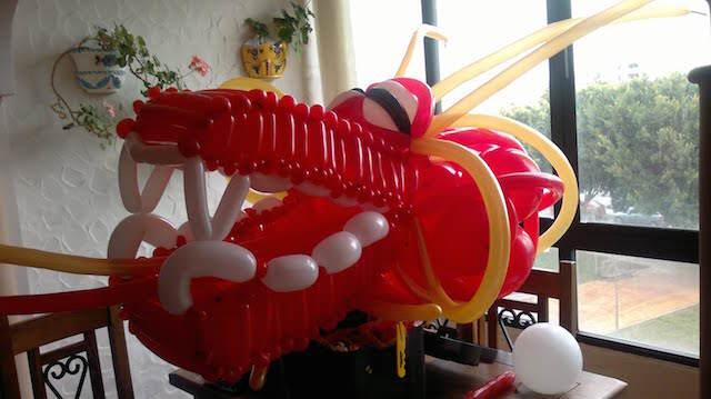 enorme cabeza dragon hecha a mano globos