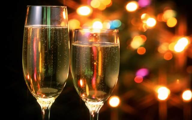 feliz año nuevo champán fuegos artificiales