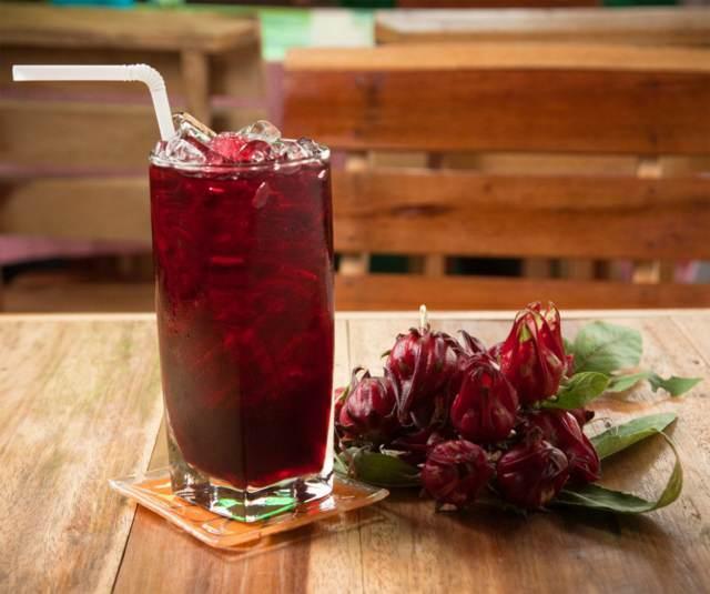 cóctel flor de Jamaica bebidas saludables
