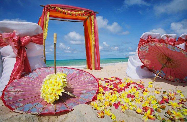 flores amarillas ceremonia exótica decoración playa