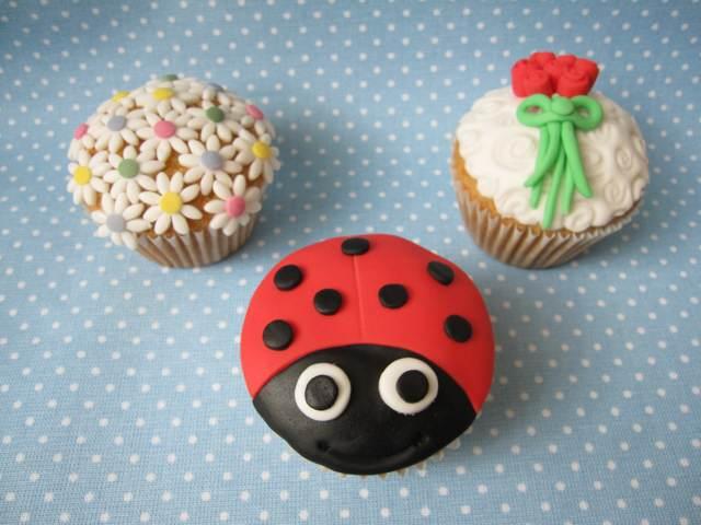 cupcakes originales ideas decoración mariquita flores