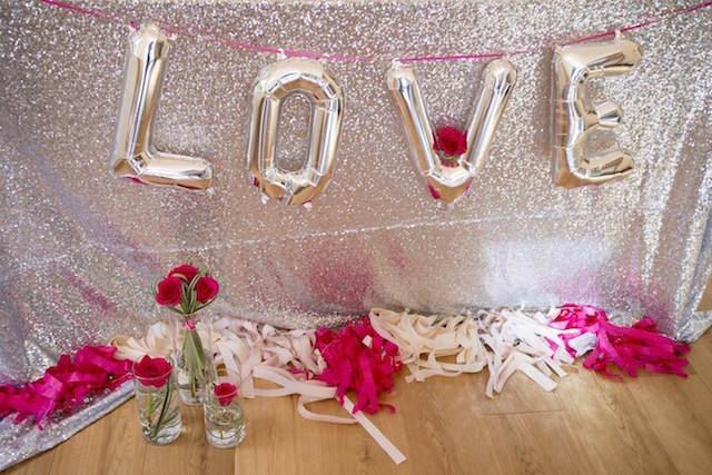 letrero palabra love decoración temática Valentín