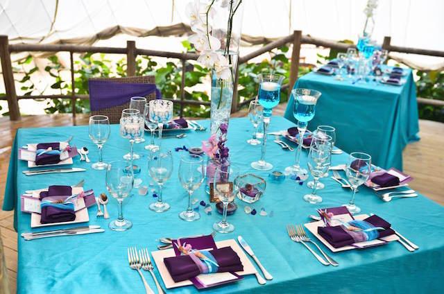 mesa decorada colores modernos lila azul combinación