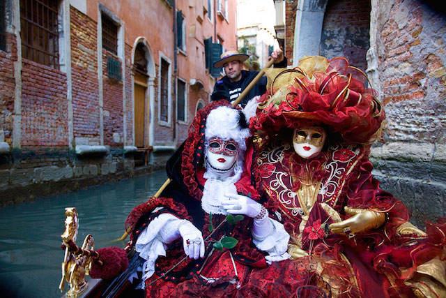 paseo en góndola durante carnaval Venecia 2015