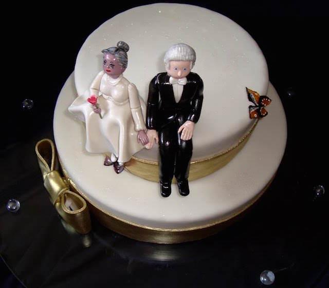 pastel blanco aniversario muñecos adornos preciosos