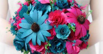 precioso-ramo-de-flores-rosas-azules