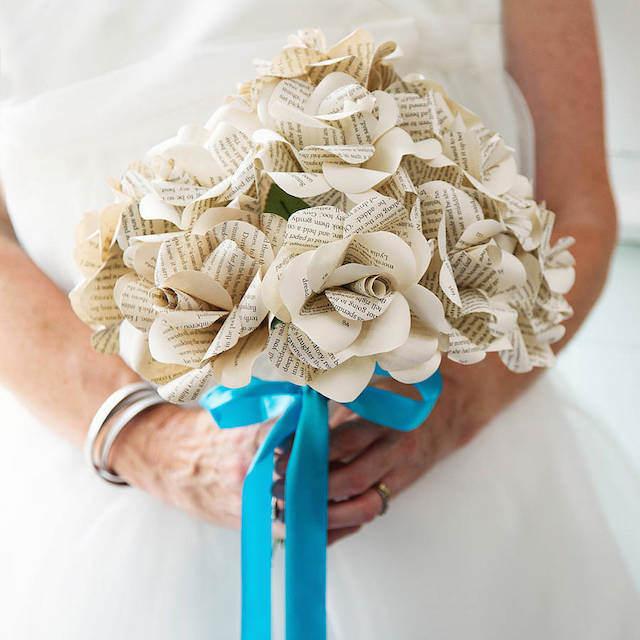 ramo de flores de papel interesantes