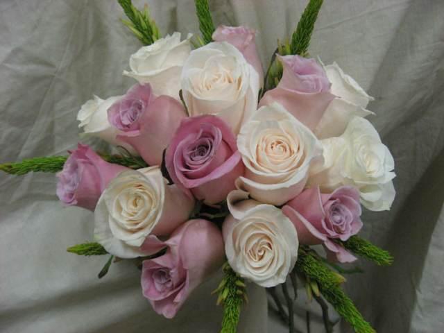 ramos de rosas lilas blancas  tendencias modernas