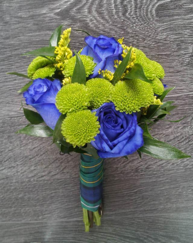 ramo pequeño elegante azul real verde