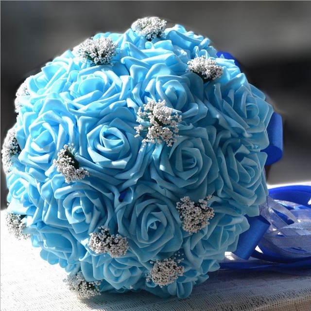 rosas azules combinación acentos blancos tiernos
