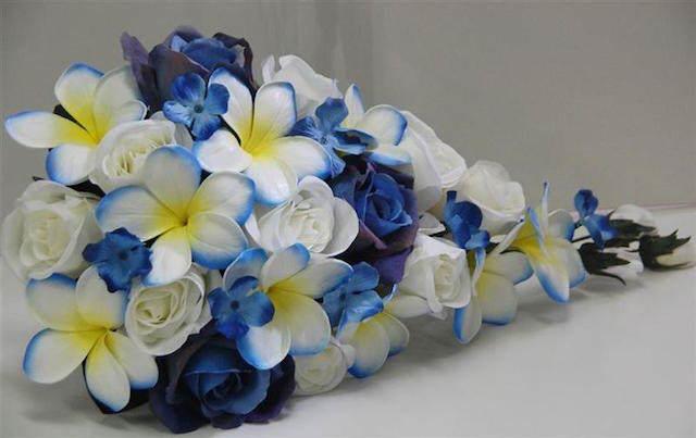 rosas azules ramo tipo cascada precioso