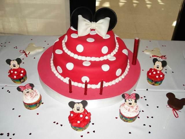 torta infantil decoración temática color rojo blanco