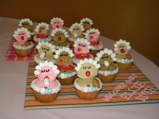 divertidas variedades baby shower cupcakes