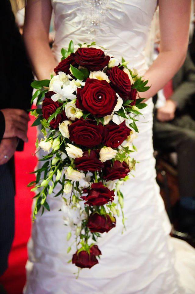 boda ramo de flores tipo cascada rosas