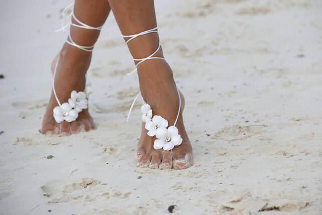 bodas en la playa ornamentación zapatos