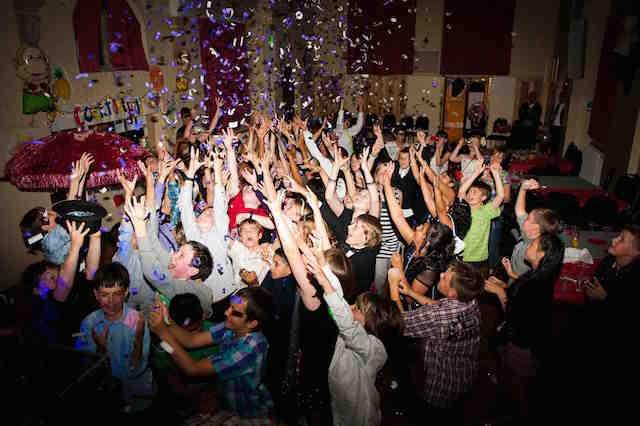 celebración divertida fiesta infantil música