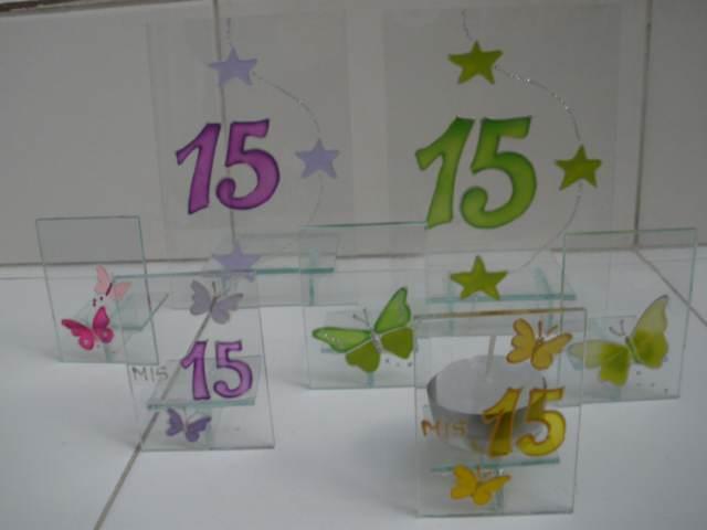 centro de mesas 15 años colores lila verde decoración
