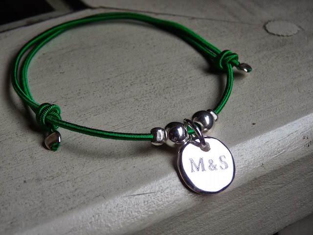 collar iniciales regalos personalizados fiesta corporativa