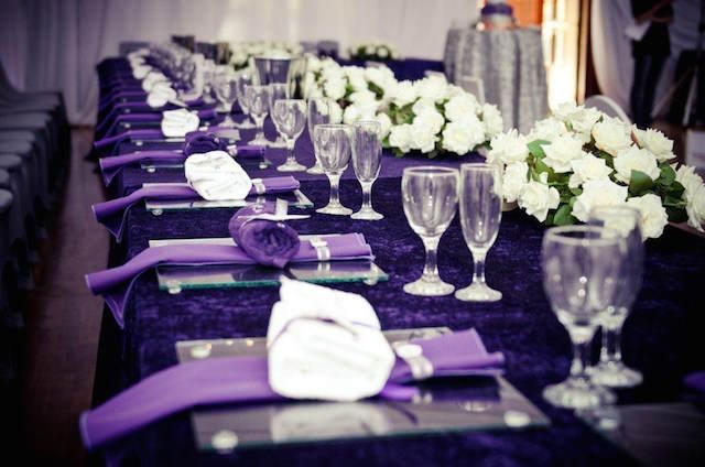 color lila decoración mesa evento