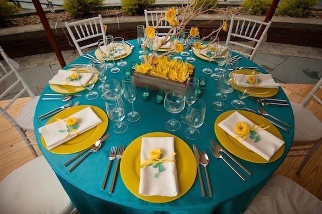 color turquesa combinación amarillo boda jardín