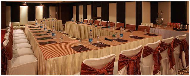 conferencia decoración de eventos corporativos sala pequeña