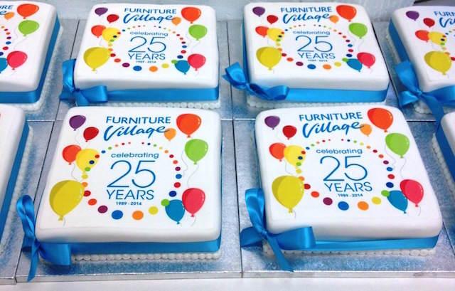 cupcakes corporativos logo decoración de fiestas colores