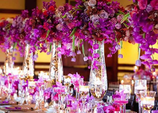 decoración boda centros de mesa color violeta