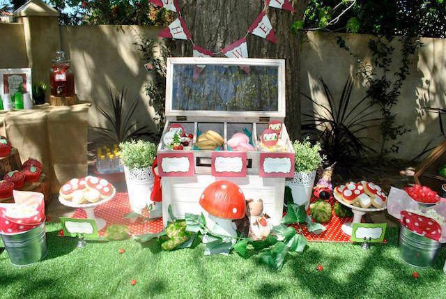 decoración bosque centros de mesa para baby shower setas