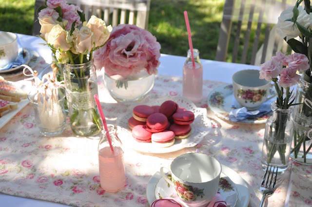 decoración de mesa colores tiernos estilo vintage flores