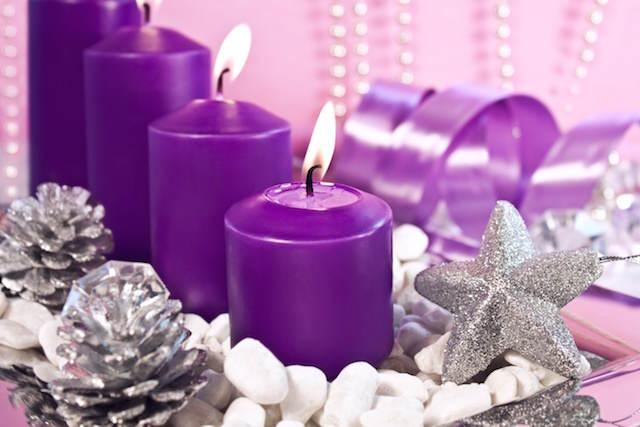 decoración de Navidad colores modernos aluminio violeta