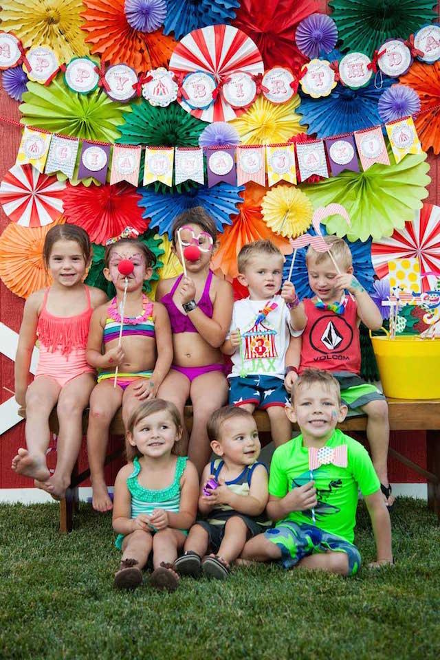 Decoraci n para fiestas infantiles de tema carnaval for Decoracion de pared para fiestas infantiles