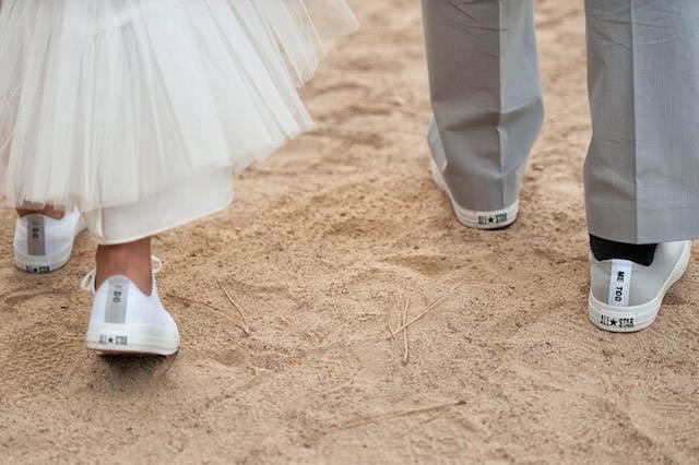 diferente estilo propio zapatos deportivos boda