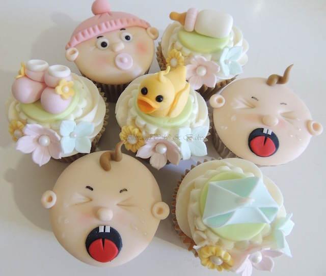 diversas variedades baby shower cupcakes