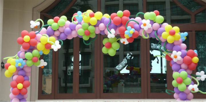 fiesta corporativa arreglos globos ideas