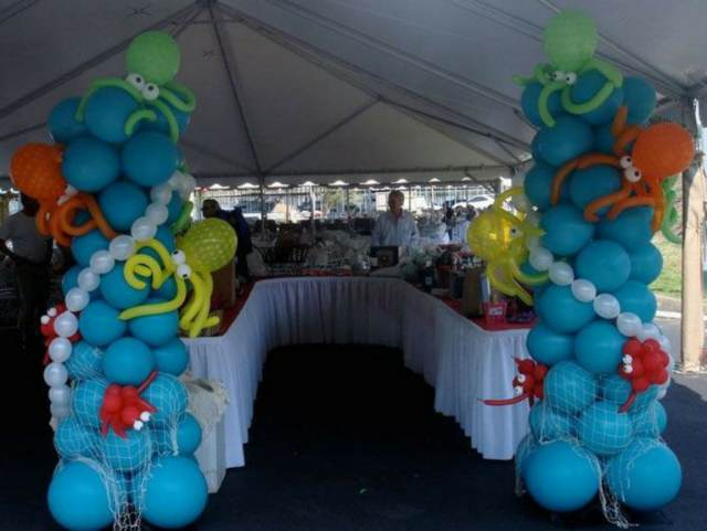 evento corporativo decoración temática arreglos originales globos