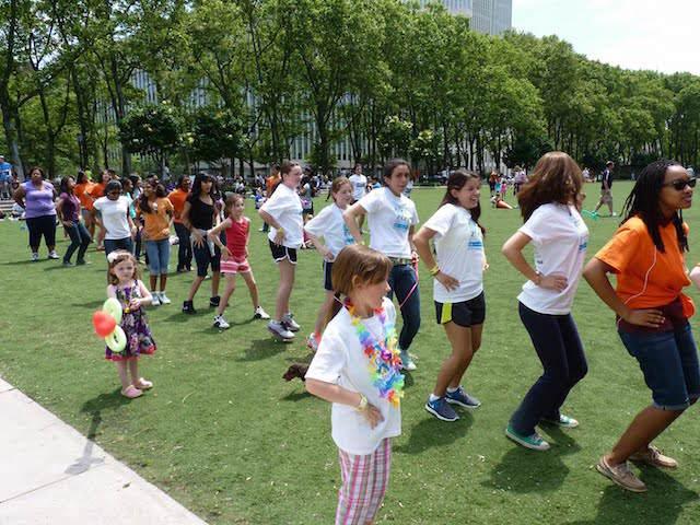 fiesta aire libre danzas canciones modernas padres