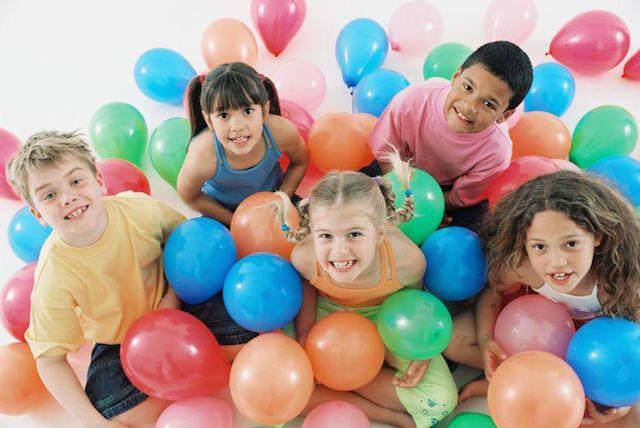 fiesta cumpleaños infantiles globos celebración divertida