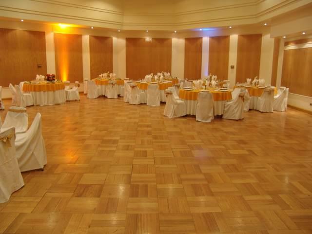 fiesta cumpleaños salón grande decoración