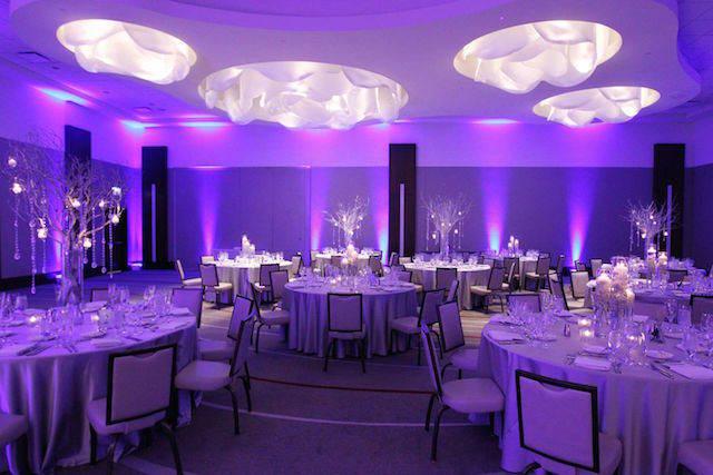 iluminación color lila moderno sala entera