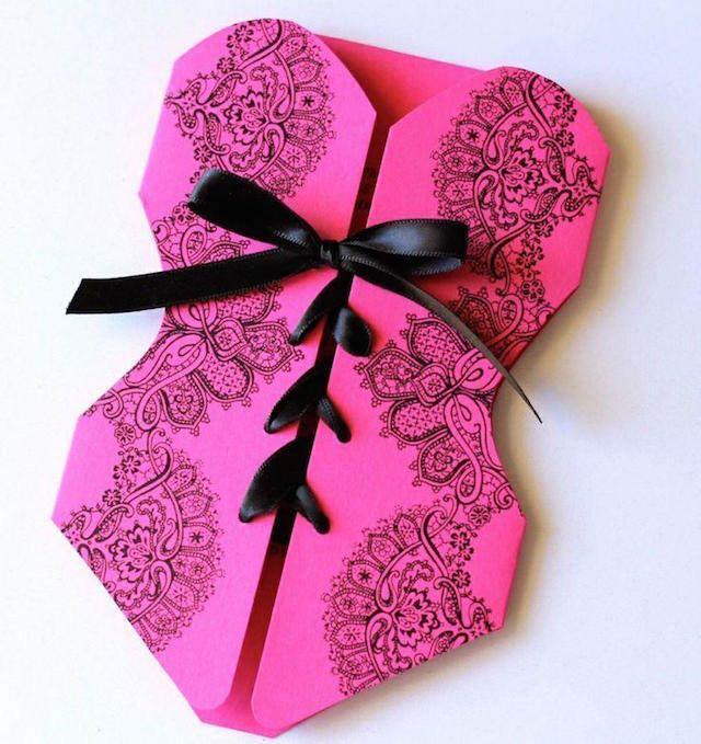 invitación elegante corsé color rosa despedida