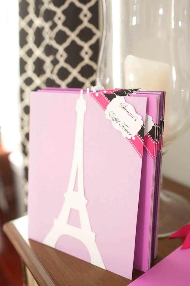 invitación temática color rosa estilo París