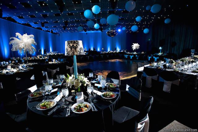 estupenda decoración de fiestas azul clásico