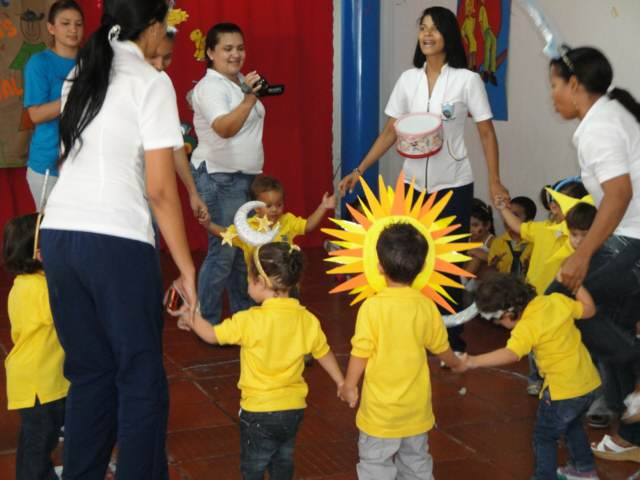 niños juegos infantiles rondas fiestas cumpleaños