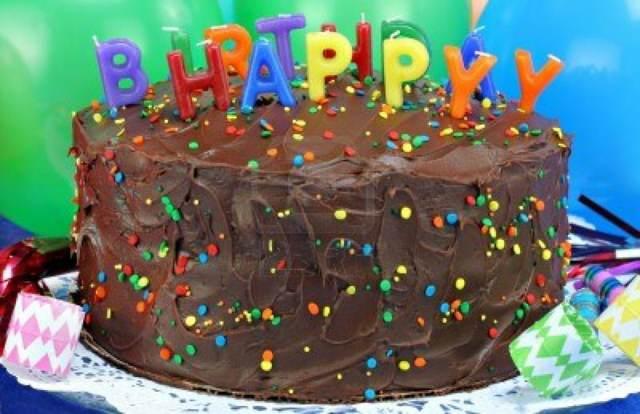 pastel original cumpleaños chocolate velas ideas magníficas